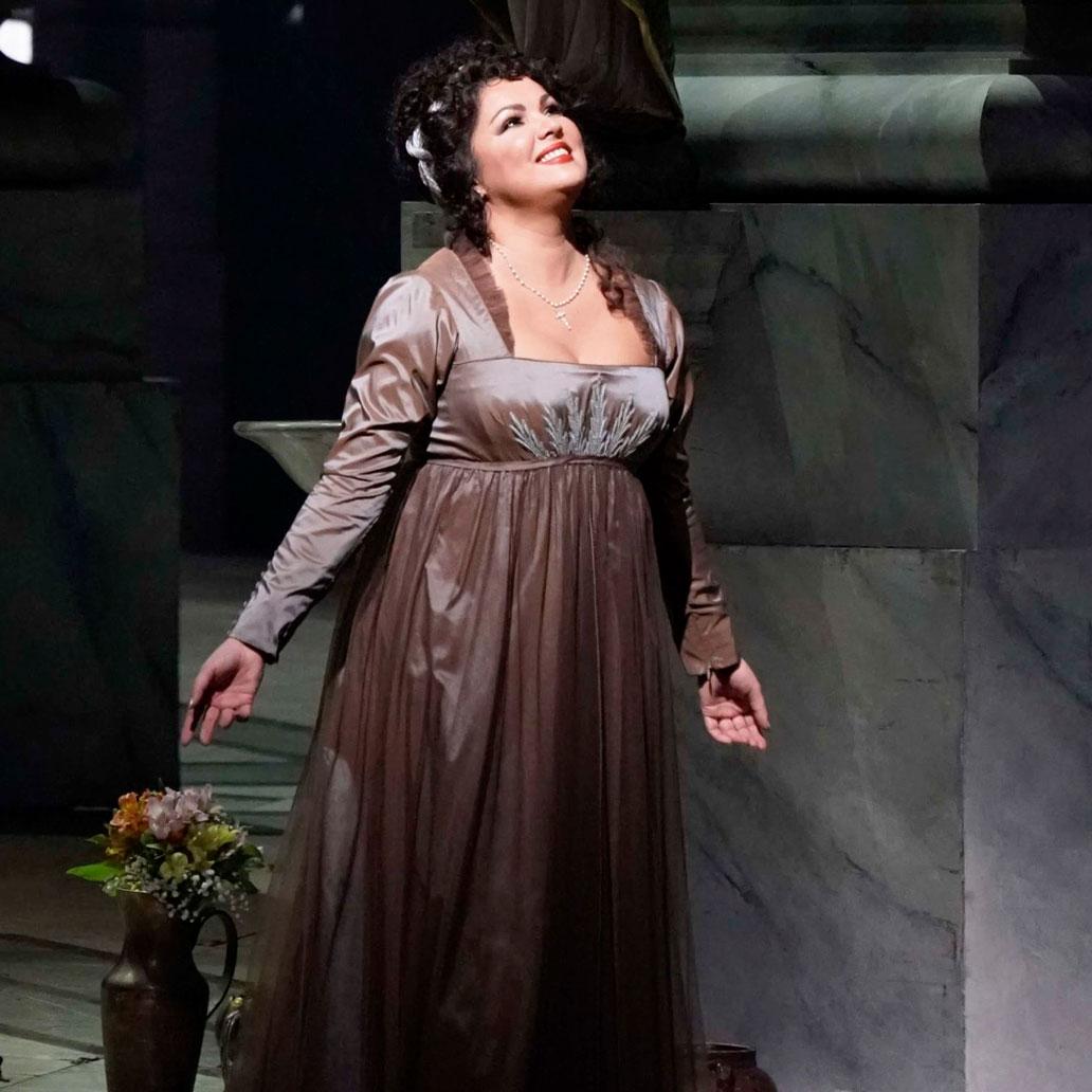 Anna Netrebko, Isabel de Valois   en la opera Don Carlo