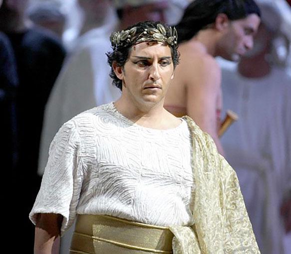 Jorge de León como Radamés
