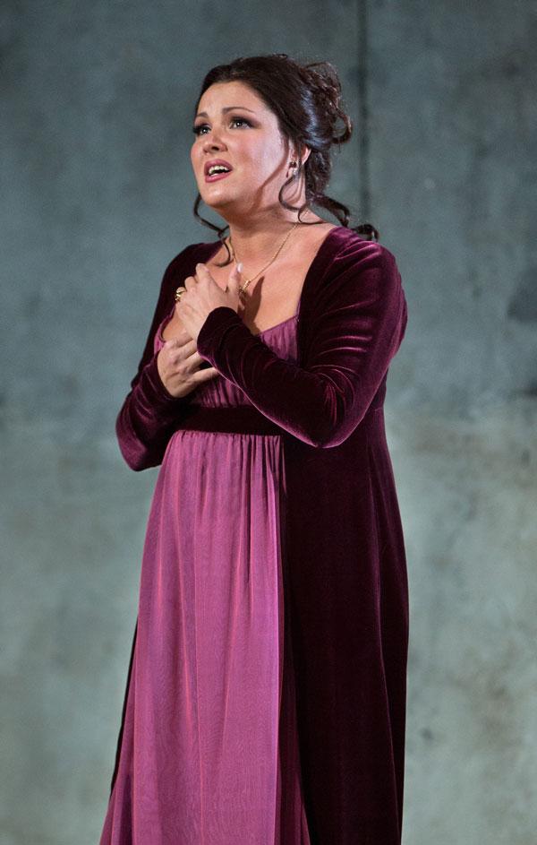 Anna Netrebko como Leonora