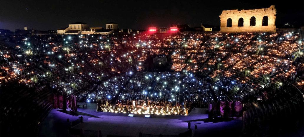Arena Verona de noche
