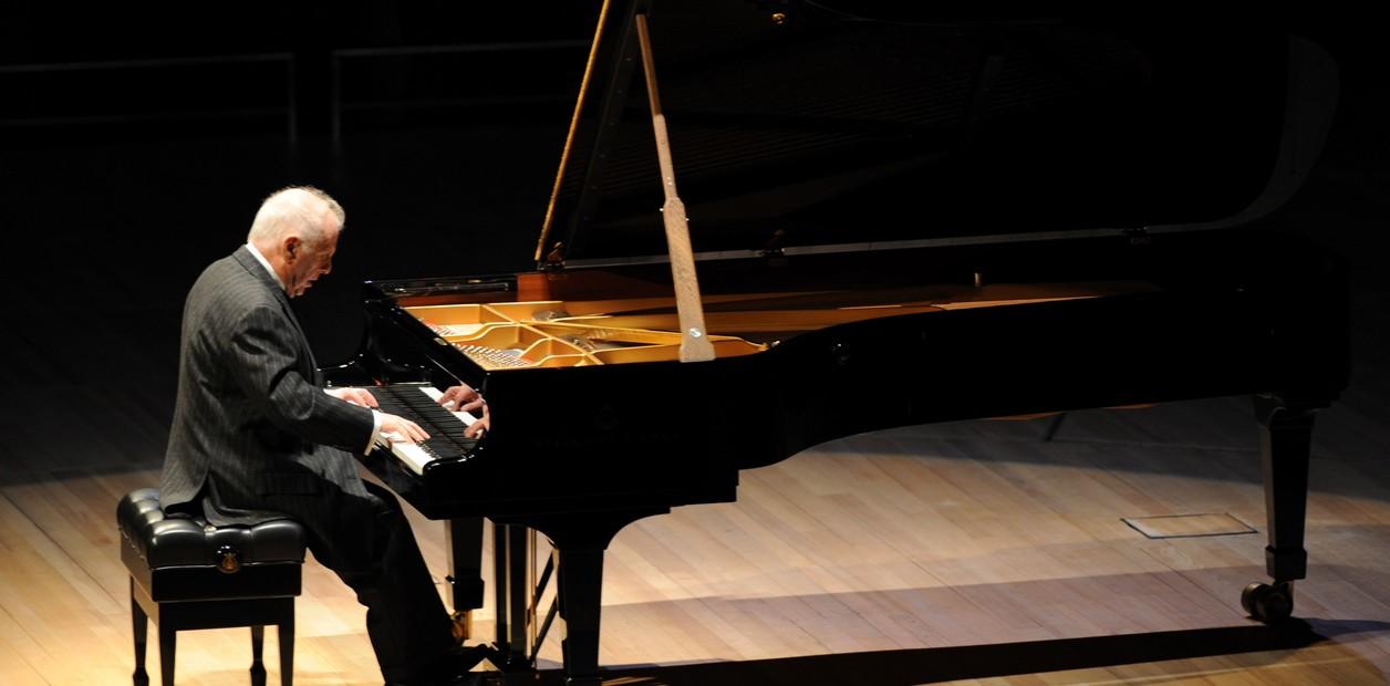 Daniel Barenboim al piano con la West Eastern Divan